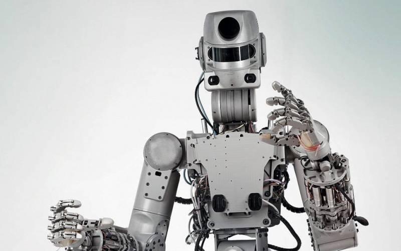 Робот «Фёдор» остался без иностранных деталей, когда научился стрелять