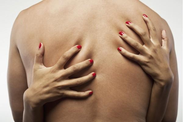 Расцарапанная спина - еще один из побочных эффектов секса