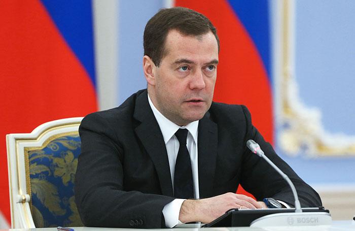 Медведев: губернаторы должны лично проконтролировать выплату долгов по зарплате
