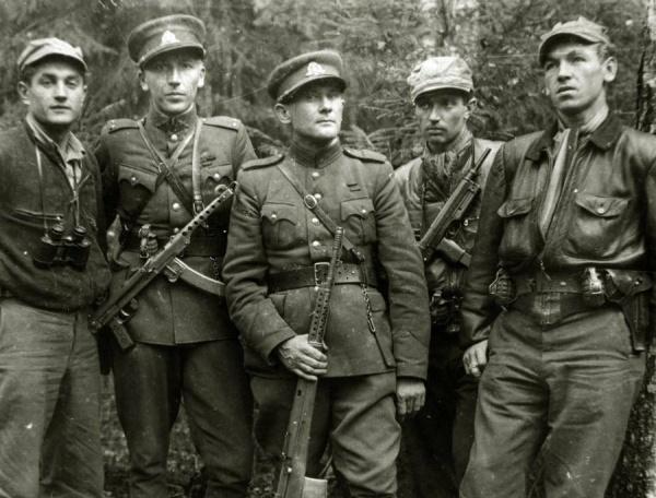 Литовский политик: Кремль проводит атаку на«лесных братьев»
