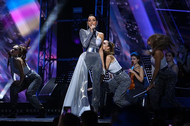 Алсу отметила юбилей в Кремле: дочери на сцене, неожиданные дуэты и звездные гости