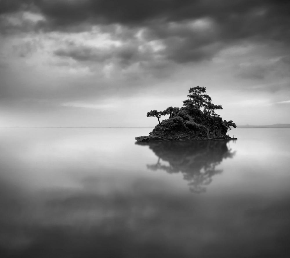 Чёрно-белые пейзажи, уходящие за пределы реальности. Фотограф Джордж Дигалакис 26