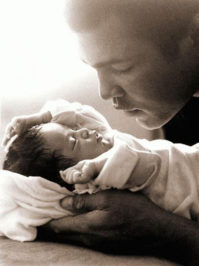 20 теплых и нежных фото счастливых пап и их малышей