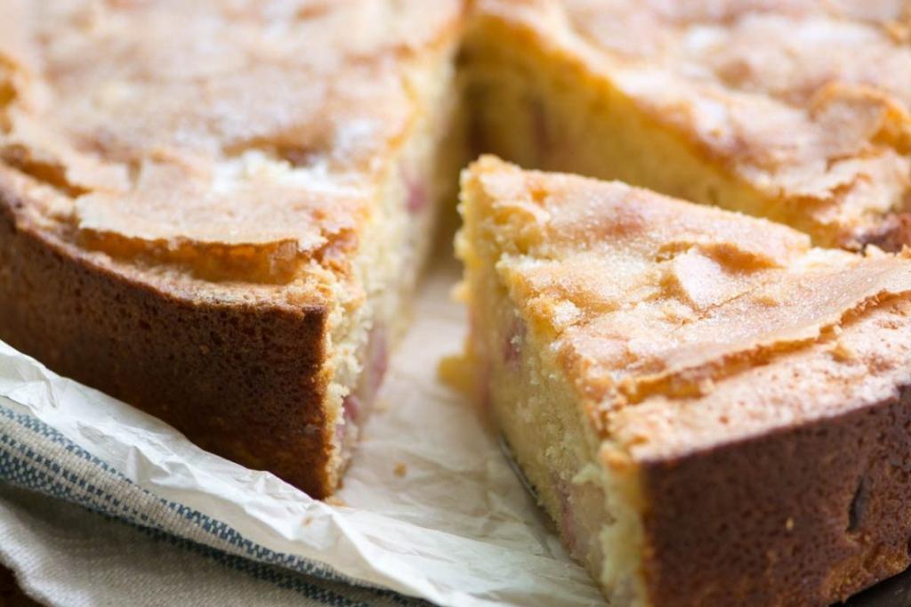 Сладкий заливной пирог на кефире: ингредиенты и рецепт приготовления