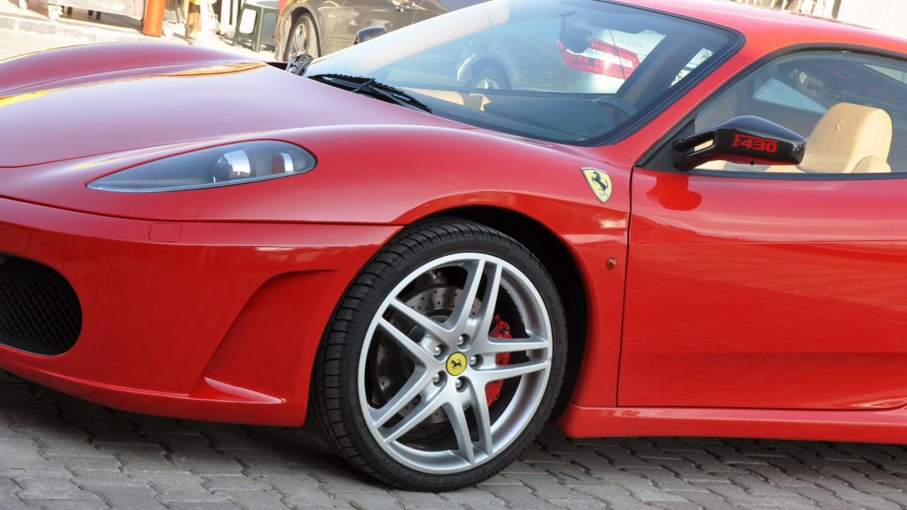 Компания Ferrari отзывает более 2700 авто из-за неисправных дверей