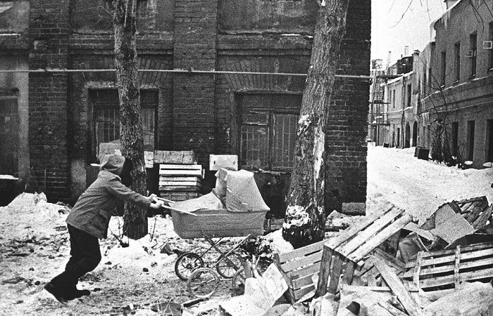 Образец интерьера из СССР. СССР, Москва, 1960-е годы.