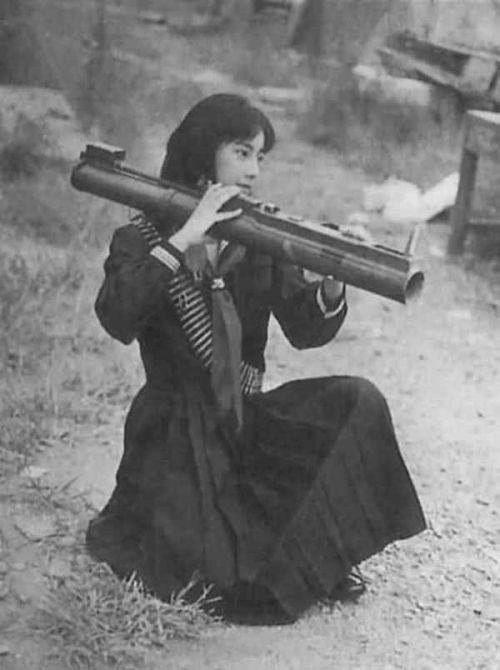 Фусако Сигэнобу, лидер Японской Красной Армии, тренируется с гранатометом, 1972 год, Ливан было, история, фото