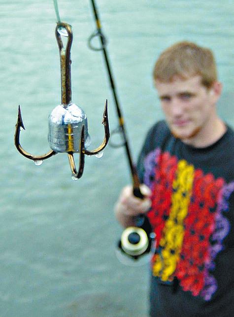 ловля рыбы на красную нитку