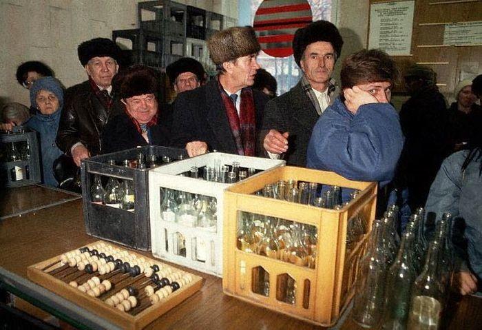 Очередь в пункте приема стеклопосуды, 1990 год, СССР было, история, фото