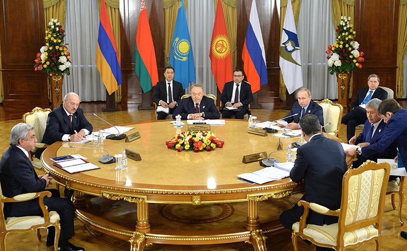 Упреки Назарбаева в адрес России бьют по ЕАЭС