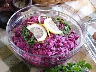 Свекольный салат с маринованными огурцами