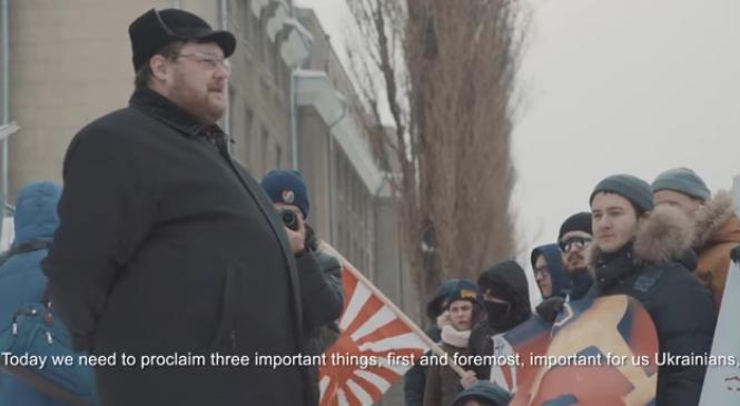 Украинские боевики пикетировали посольство России, требуя отдать Курилы японцам
