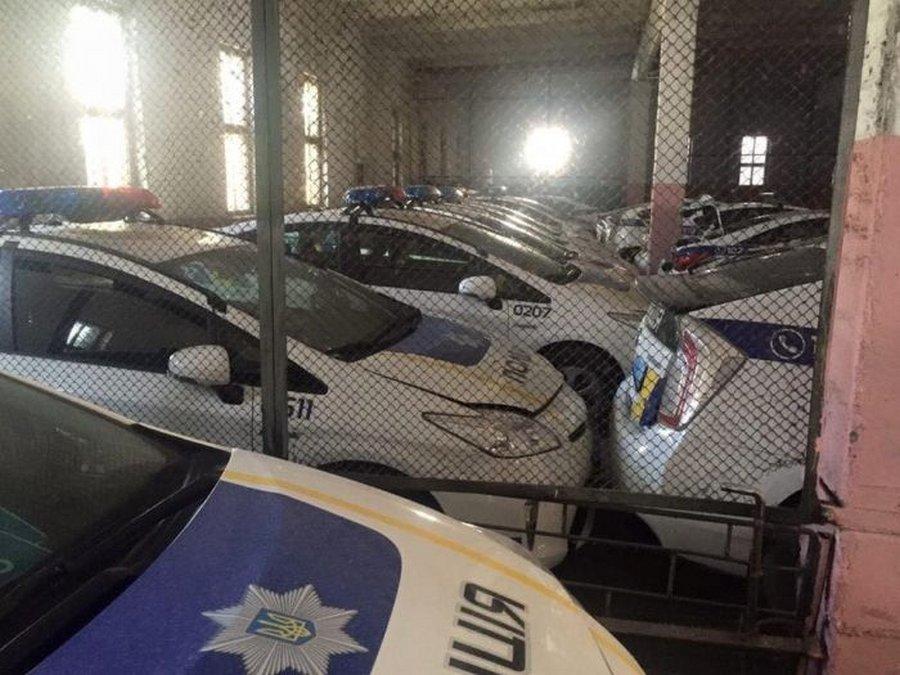 «Кладбище» битых машин патрульной полиции Украины