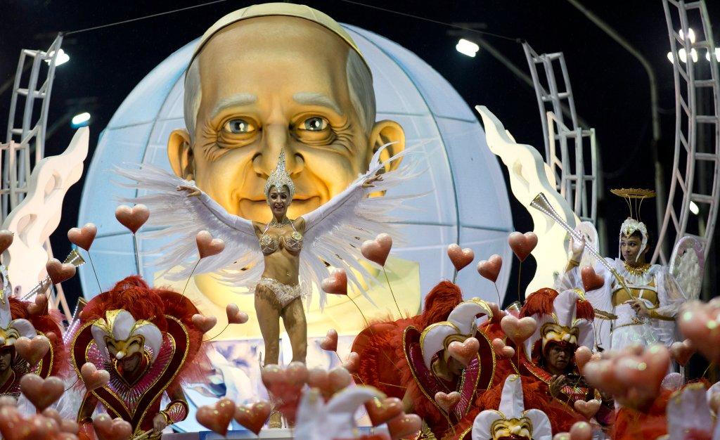 Горячее аргентинское шоу в честь Папы Римского-4