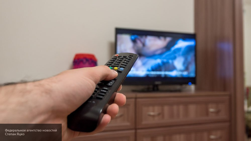 Названы основные причины для отказа от засыпания под работающий телевизор