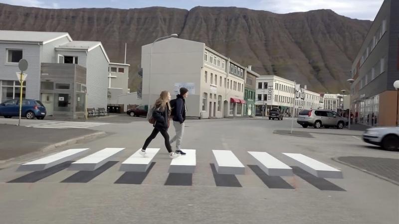 """""""Полезная"""" оптическая иллюзия: почему исландские пешеходы буквально """"парят"""" над """"зеброй"""""""