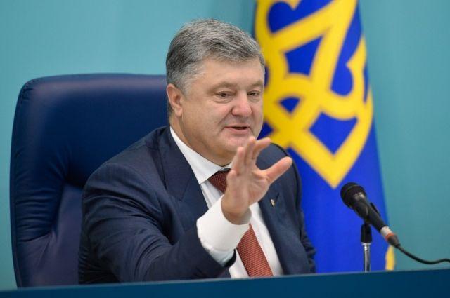Порошенко заявил, что пока не готов обсуждать участие в выборах президента