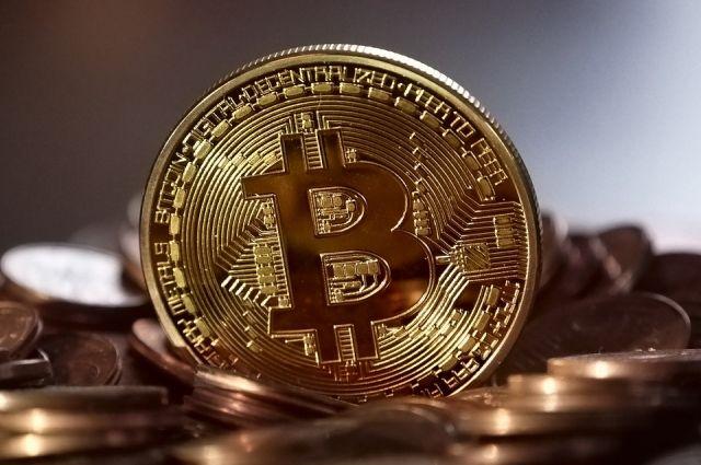 Курс биткоина вырос до 9,7 тысяч долларов