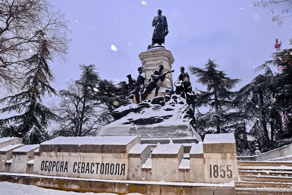 Снежный памятник Тотлебену