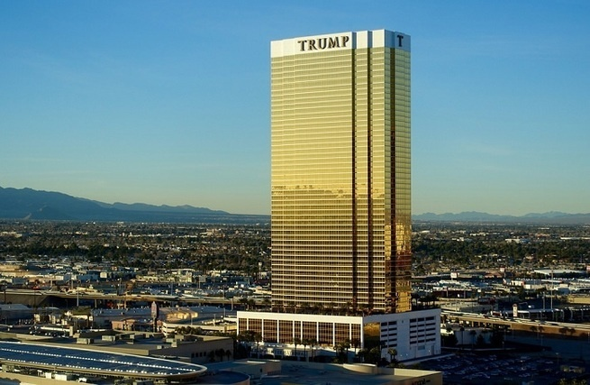 Трамп эвакуирует свой персонал