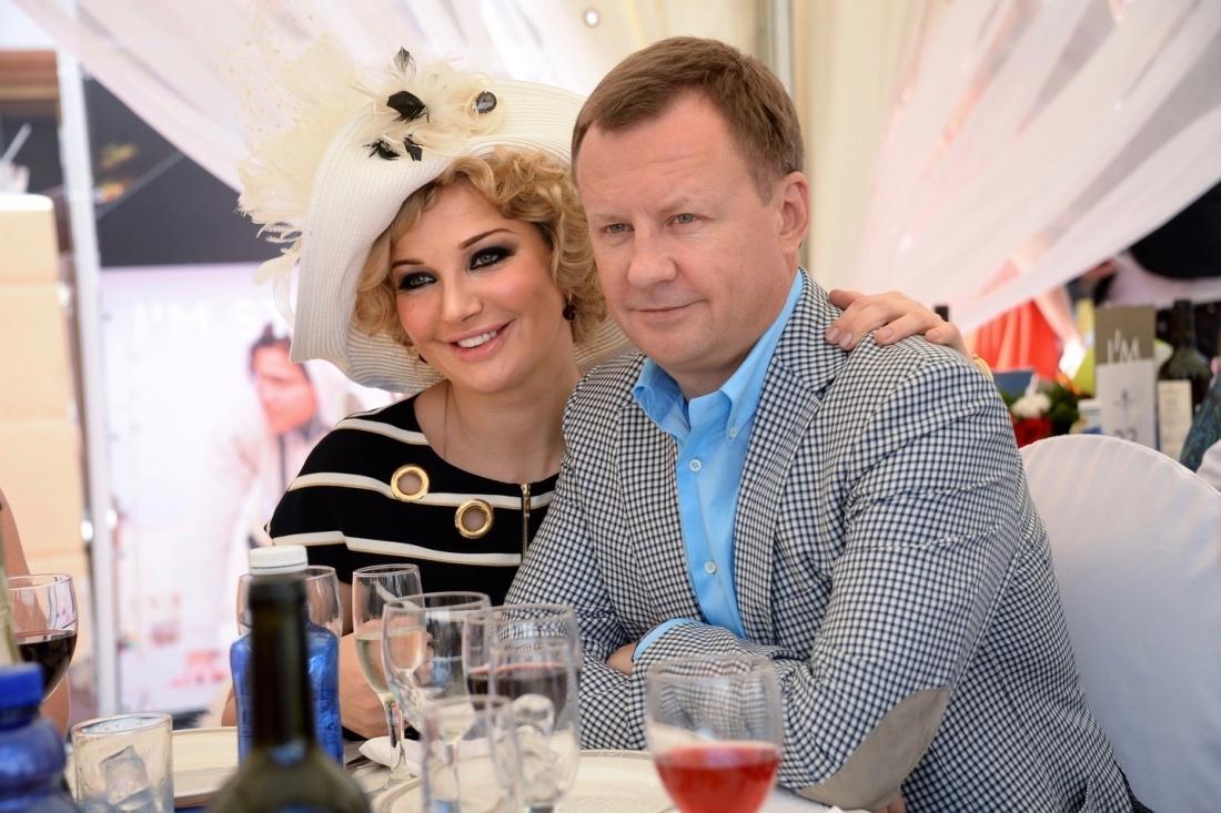 Бывшие депутаты Госдумы Вороненков и Максакова сбежали из России на Украину - давайте посмотрим на этих страдальцев