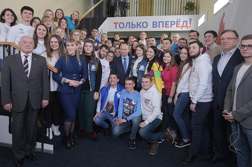 Предвыборный штаб Путина собрал больше полумиллиона подписей