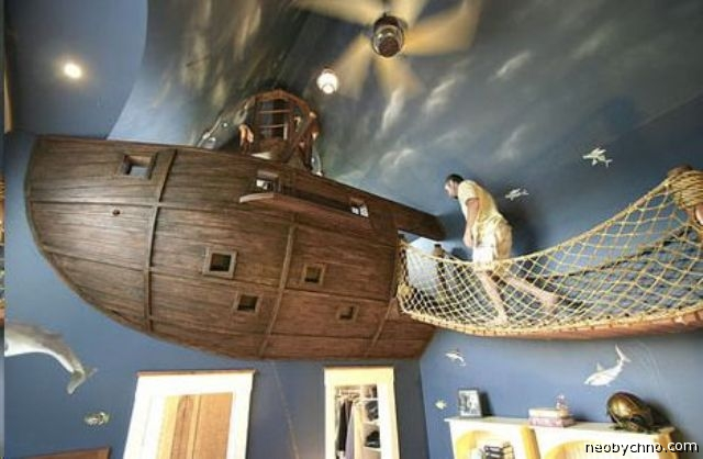 Необычная детская кровать в виде пиратского корабля