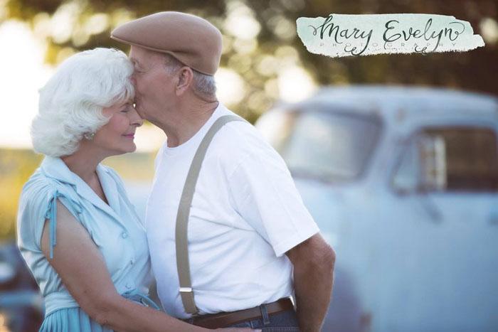 """Подарок бабушке и дедушке: фотосессия в стиле фильма """"Дневник памяти"""" для пары, женатой уже 57 лет"""