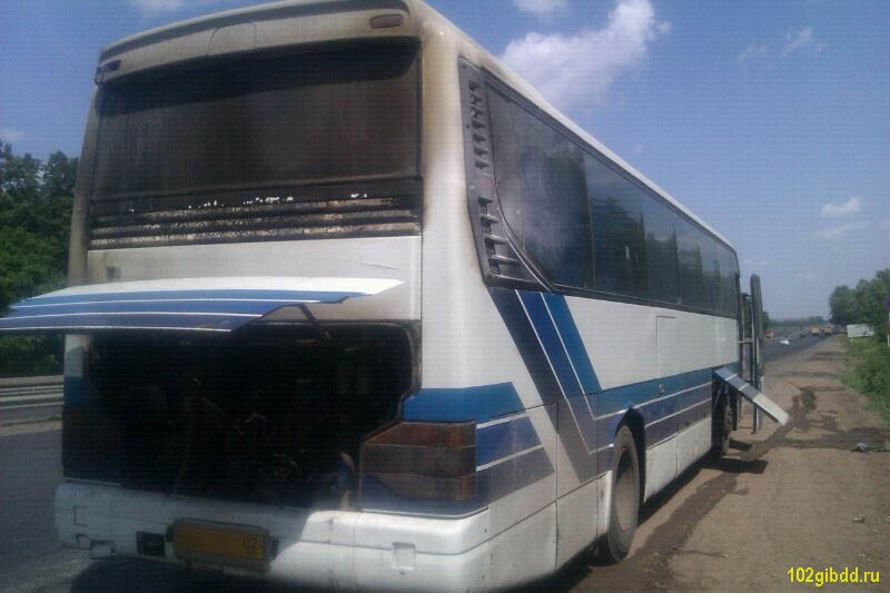 Под Уфой загорелся автобус с 45 школьниками