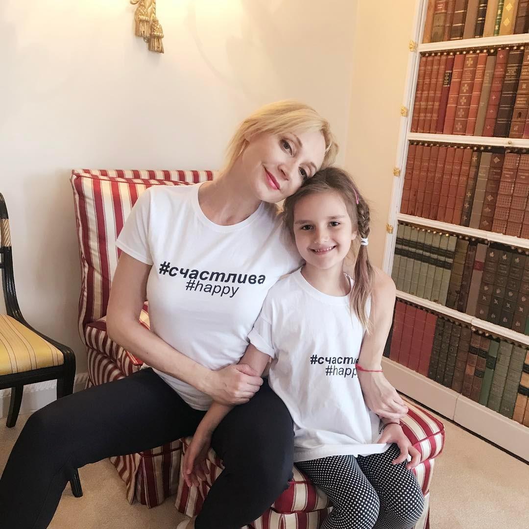 Сеть взбудоражили новые фото дочери Кристины Орбакайте, на снимках поклонники артистки заметили одну деталь