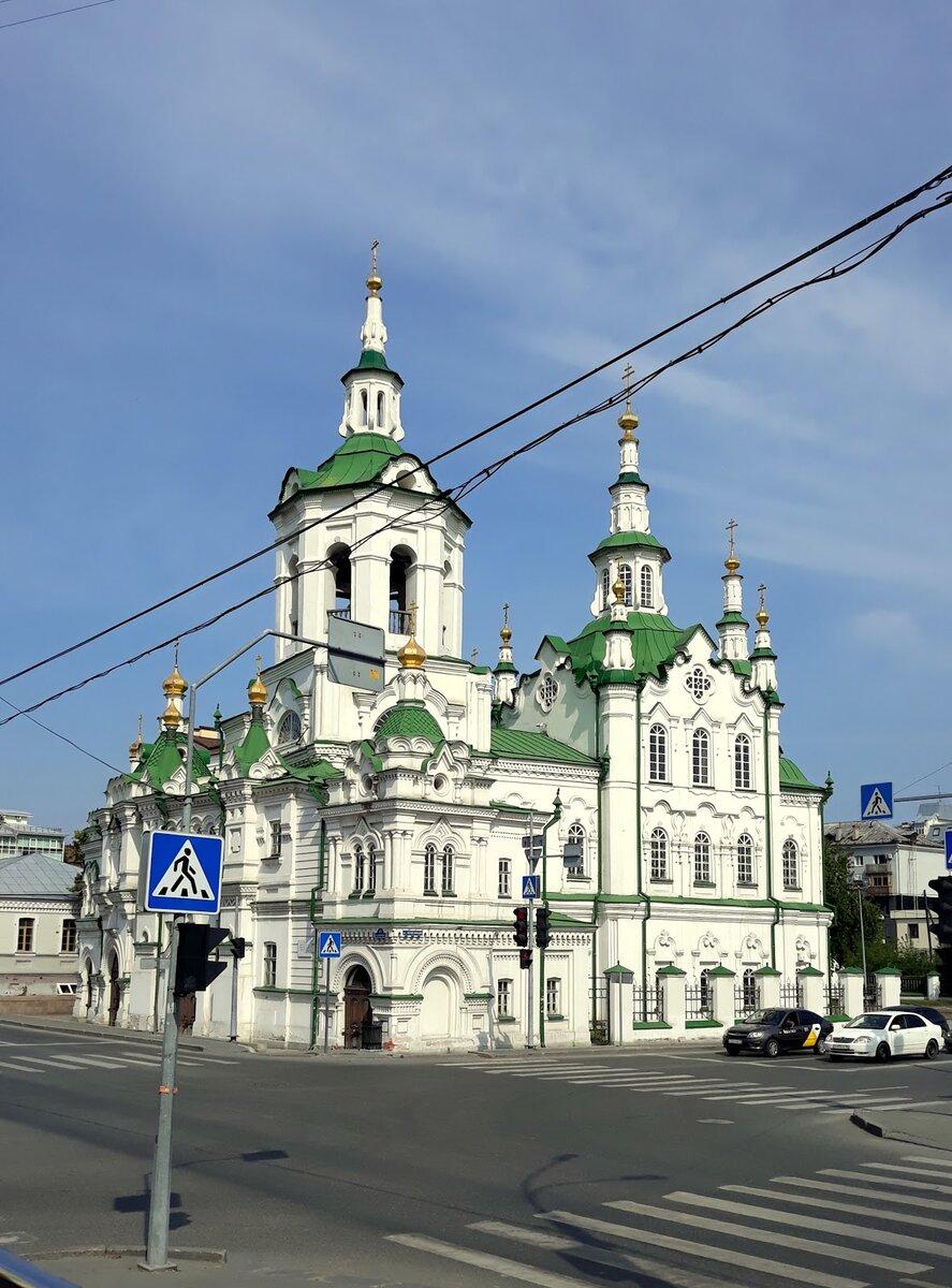 """Красивое здание в стиле """"сибирского барокко"""" - Спасская церковь."""