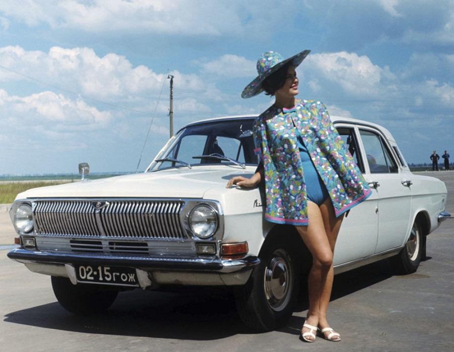 Ностальгический тур по СССР: гламурная реклама легендарных советских автомобилей
