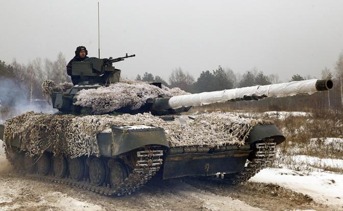 Минск и Москва спорят, кому заправлять украинские танки