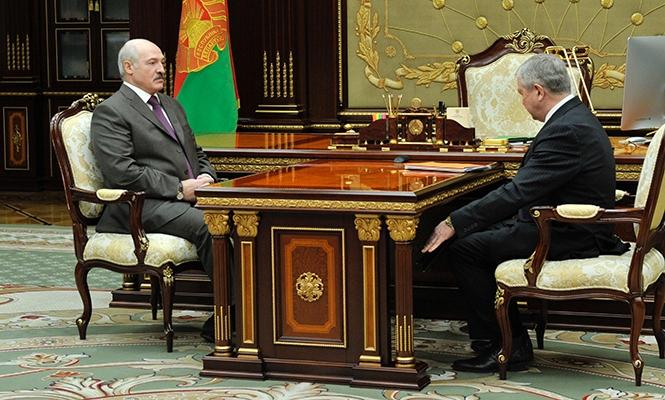Лукашенко потребовал от правительства найти замену российской нефти