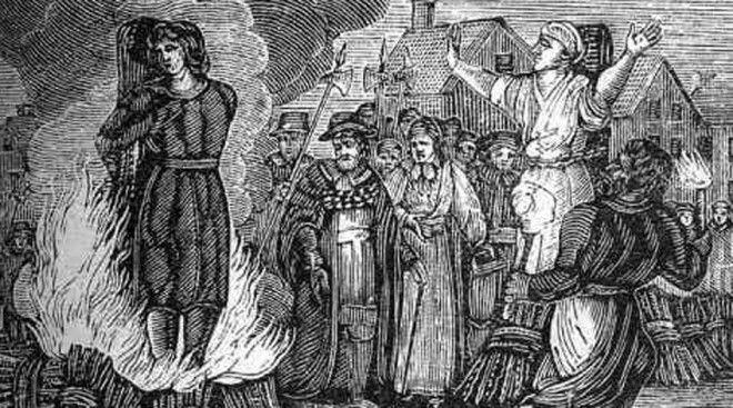 Мэлин Матсдоттер В Стокгольме верили, что ведьмы похищают детей. Мэлин Матсдоттер, несчастную прачку, обвинили в колдовстве и приговорили к сожжению заживо — страшная казнь, обычная для Европы, но никогда еще не применявшаяся в Швеции. На суде Мэлин отказалась раскаиваться, объявила себя невиновной и к столбу пошла с гордо поднятой головой. Она стала первой и последней женщиной, сожженной заживо на территории Швеции. Поговаривают, так было решено потому, что муниципалитет просто испугался: даже сгорая на костре Мэлин не произнесла ни единого слова — а ведь всем известно, ведьмы не боятся боли.