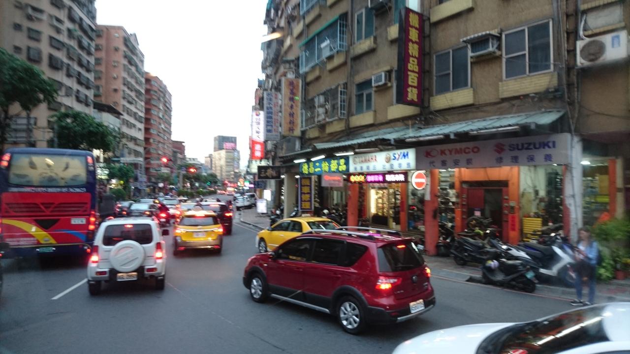 День в Тайпее, квартал электроники и гаджетов, еда, улицы, люди, язык