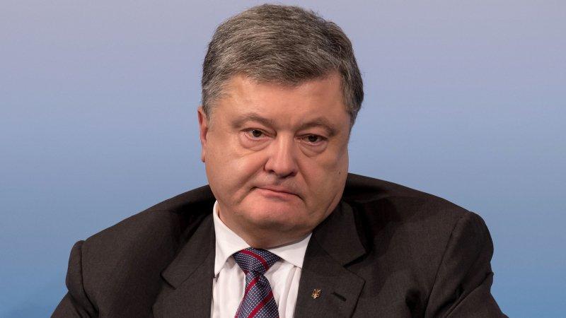 Порошенко отправился к военным в Донбасс
