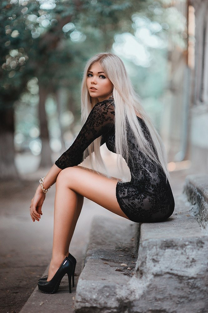 Gorgeous blonde tattoo model Lolly Ink poses non nude in black stockings № 847842 бесплатно