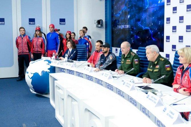 «Красный, синий — самый сильный!». В Москве состоялась презентация официальной формы российской сборной на Всемирных военных играх 2017