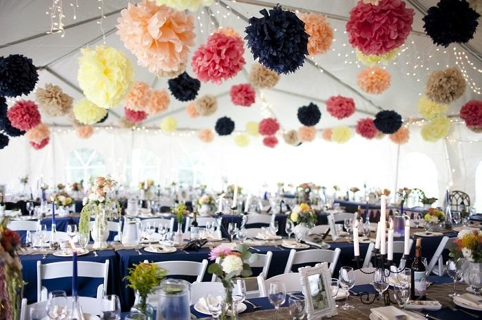 бумажные цветы в декоре свадьбы