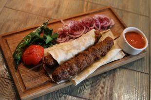 Курдюк, баранина и томатный соус. Как правильно приготовить турецкий кебаб