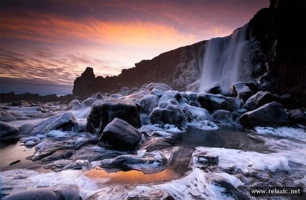 """Название Исландии, расположенной к северо-западу от Великобритании, переводится как """"страна льда"""", однако она не является арктической страной."""