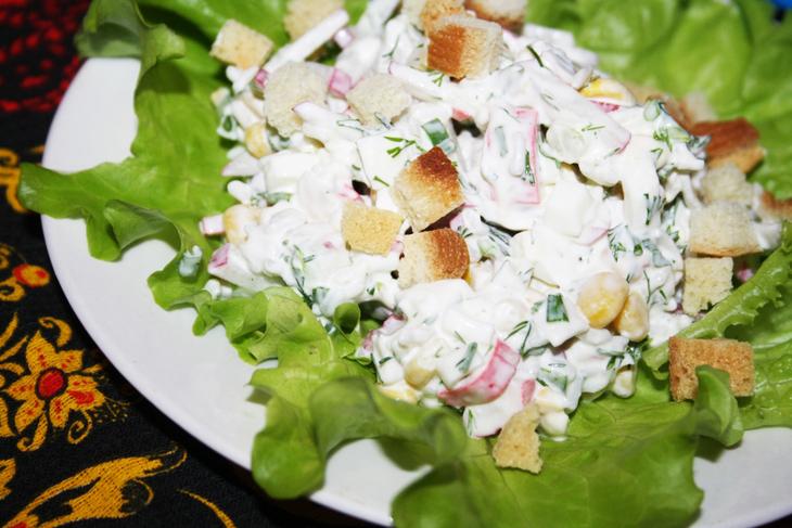 Вкусные салаты с крабовыми палочками и яйцом