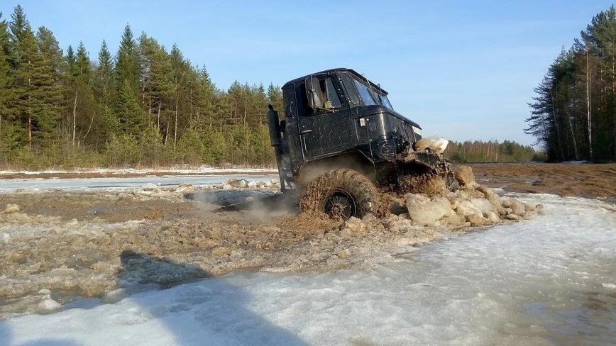 ГАЗ-66 сражается с Suzuki Jimny на бездорожье
