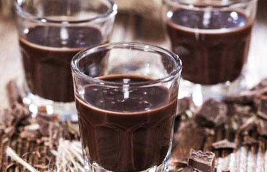 Вкусный и модный напиток: шоколадное вино