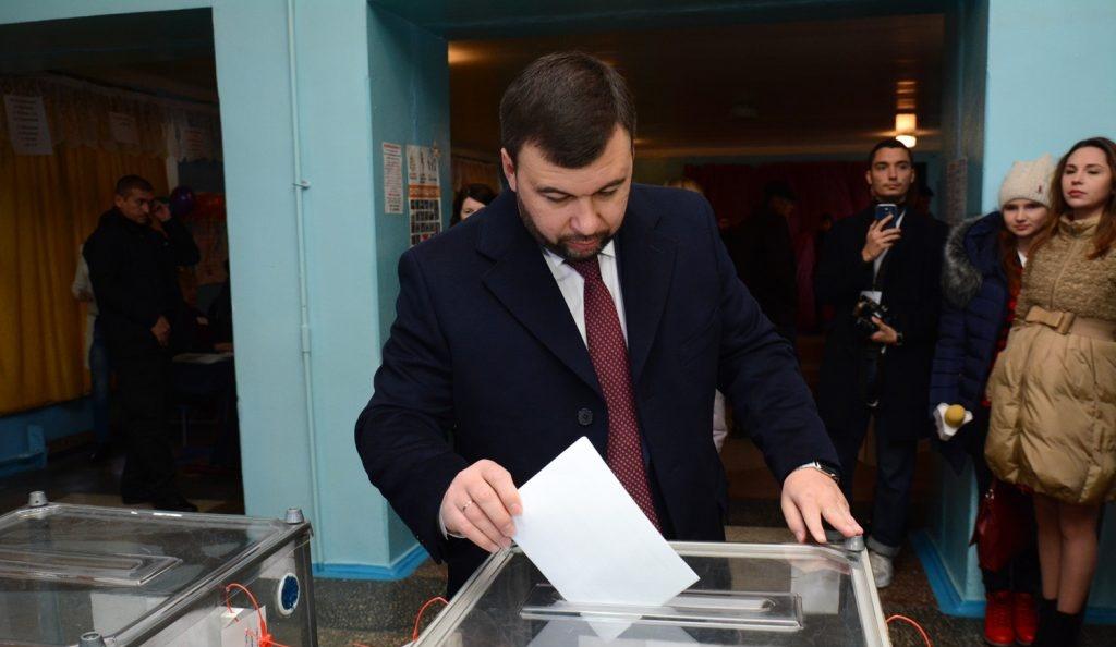 Денис Пушилин проголосовал на выборах главы и депутатов НС ДНР