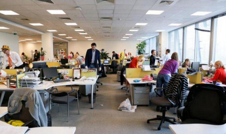 Сотрудница польской компании шокировала коллег, пройдясь обнаженной по офису