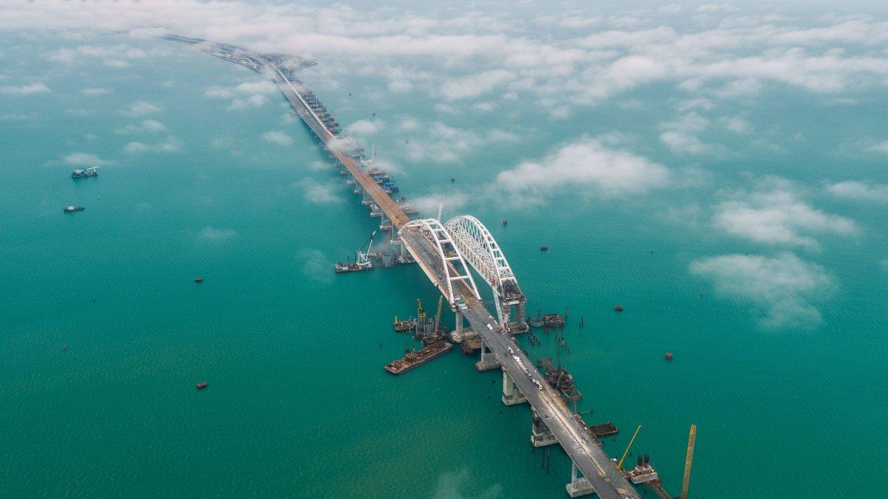 «Плохой Украине Крымский мост мешает»: как переправа «убила» товарооборот украинских портов в Азовском море