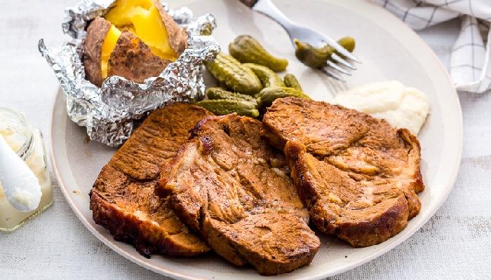 Жареная свинина с оливками и цукини.  Фото: google.ru.
