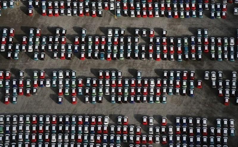Кладбище новых машин в Бристоле. авто, факты